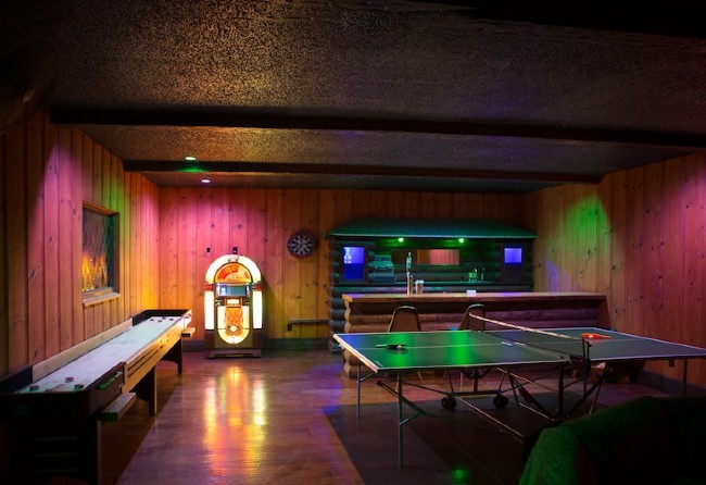 Game room inside a bed and breakfast