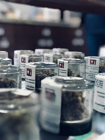 Defyne Premium Cannabis - Hillsboro