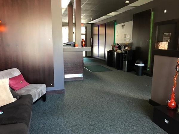Little Amsterdam Wellness Center - Milwaukie